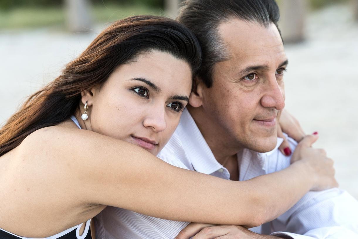 Jeune femme cherche homme plus vieux [PUNIQRANDLINE-(au-dating-names.txt) 43