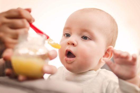Quels aliments introduire à 9 mois ? Quels sont les besoins alimentaires du bébé à 9 mois ?