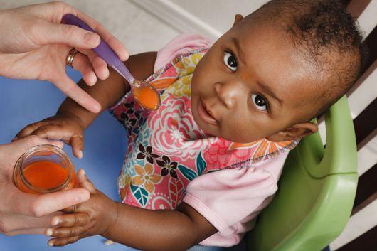 Quels sont les besoins nutritionnels d'un bébé à 5 mois ? Que lui donner à manger ?
