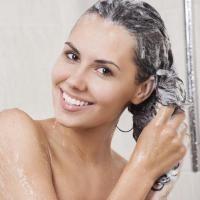 faut-il-se-laver-les-cheveux-tous-les-jours_medium