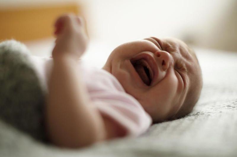 bébé pleure sans arrêter