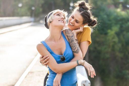 Bisexualité féminine