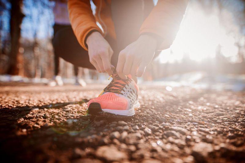 Fini les petites foulées sur route… La course à pied se pratique en pleine nature, et en ville. Nouvelle tendance : le trail débarque dans les métr...