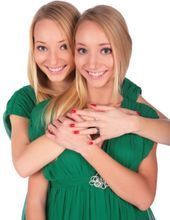 Jumelles_blondes.jpg