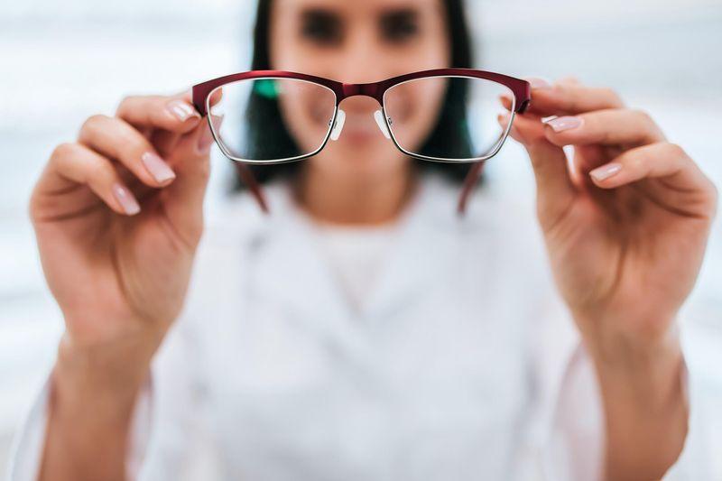 509a71e982581 ... sont concernés par cette déformation de l œil qui empêche de voir  correctement de loin. Les femmes sont deux fois plus nombreuses à souffrir  de myopie ...