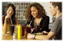 On peut boire jus de fruits et sodas pendant les repas