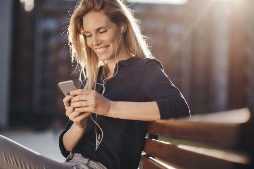 Otite : les écouteurs sont-ils dangereux ? - Doctissimo