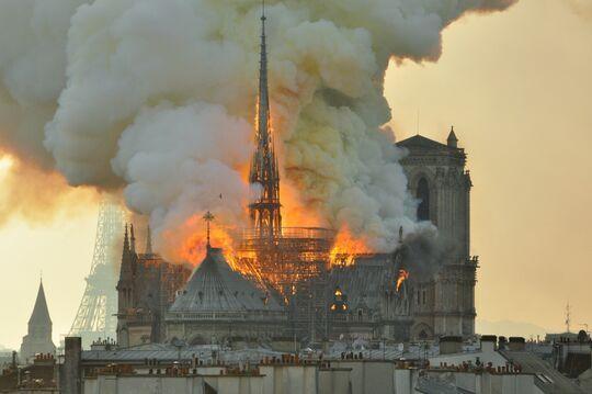 Voici La Cause De Lincendie De La Cathédrale Notre Dame De