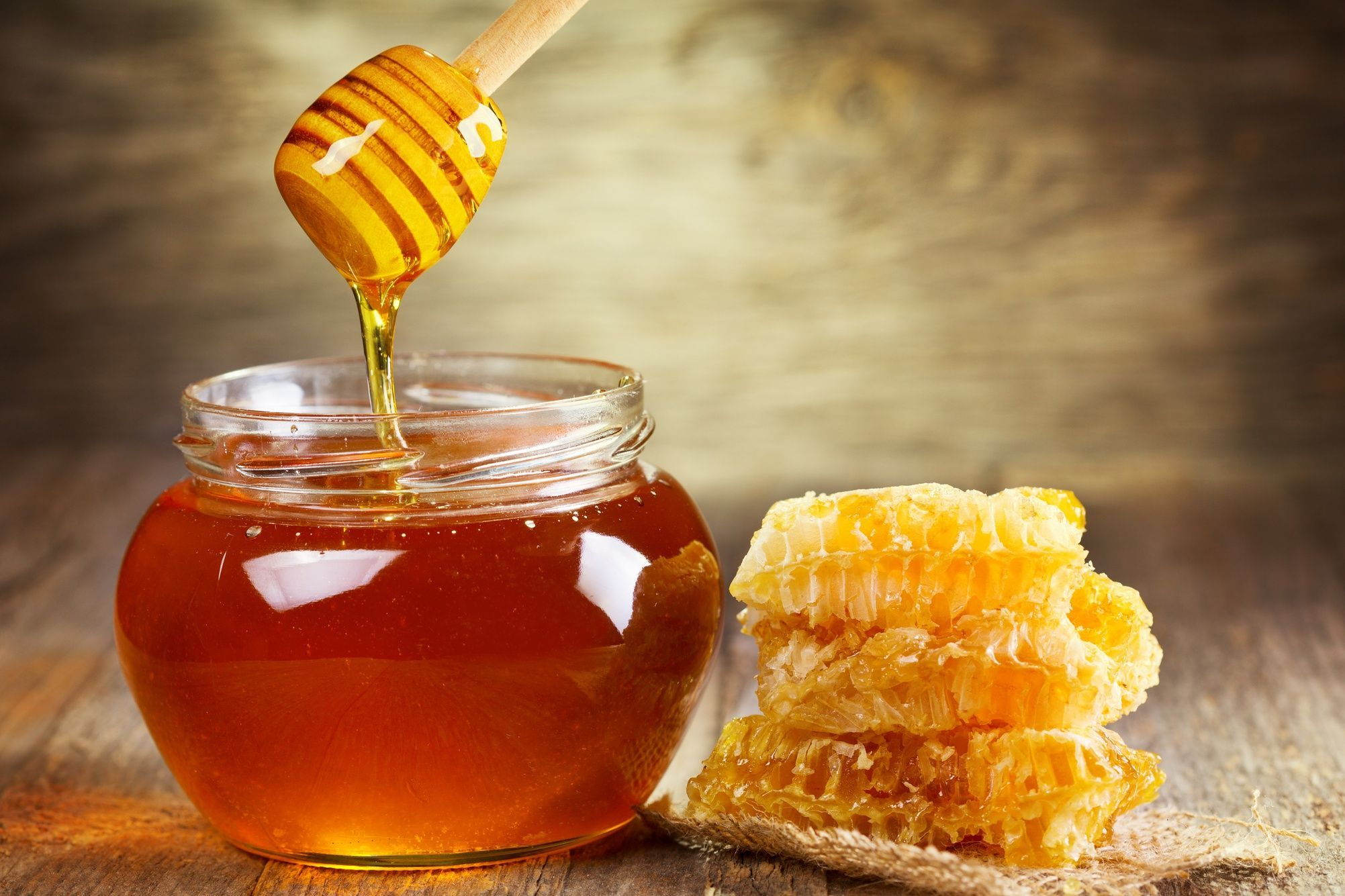 Apitherapy: Manuka honey, healing and antibacterial