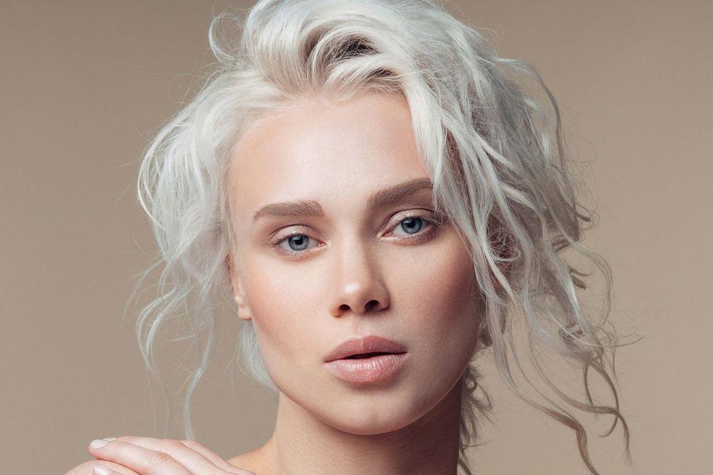 Blond polaire : 15 inspirations pour franchir le pas
