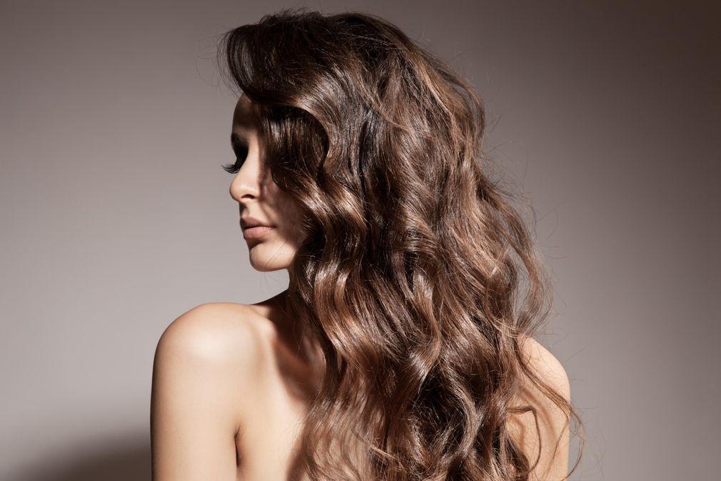 Modele coupe cheveux frises mi long