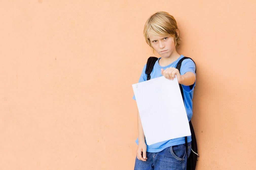 Comment réagir face au bulletin scolaire décevant de votre enfant ?