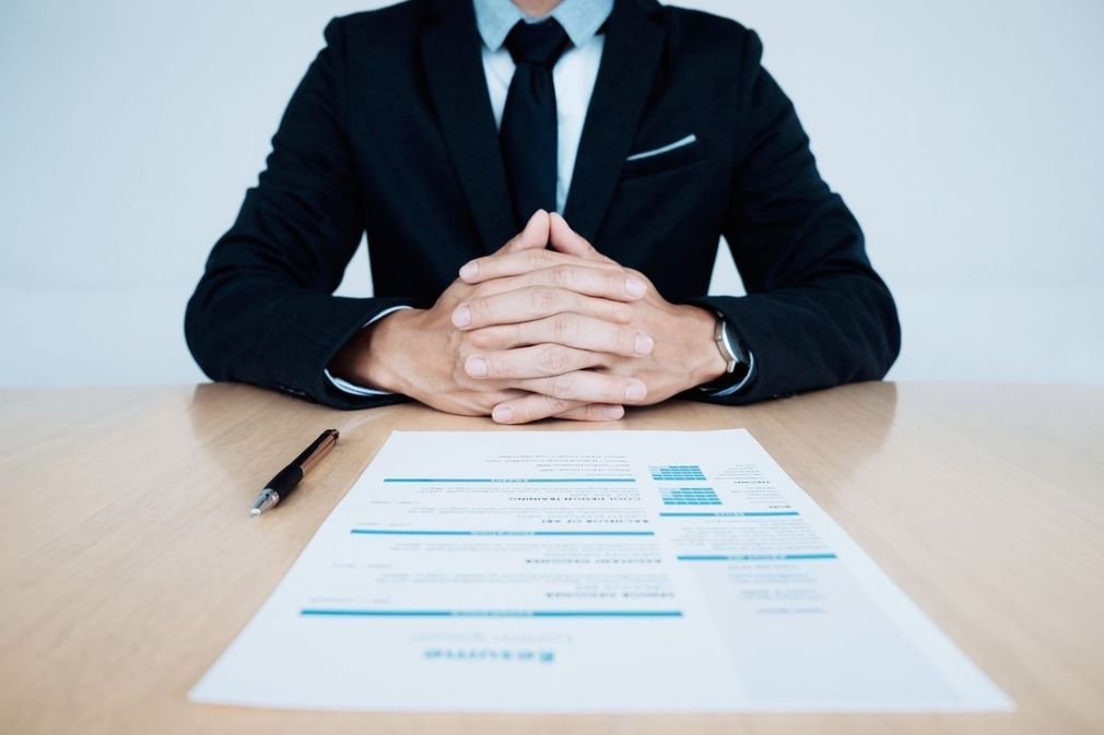 10 gestes à ne pas faire lors d'un entretien d'embauche