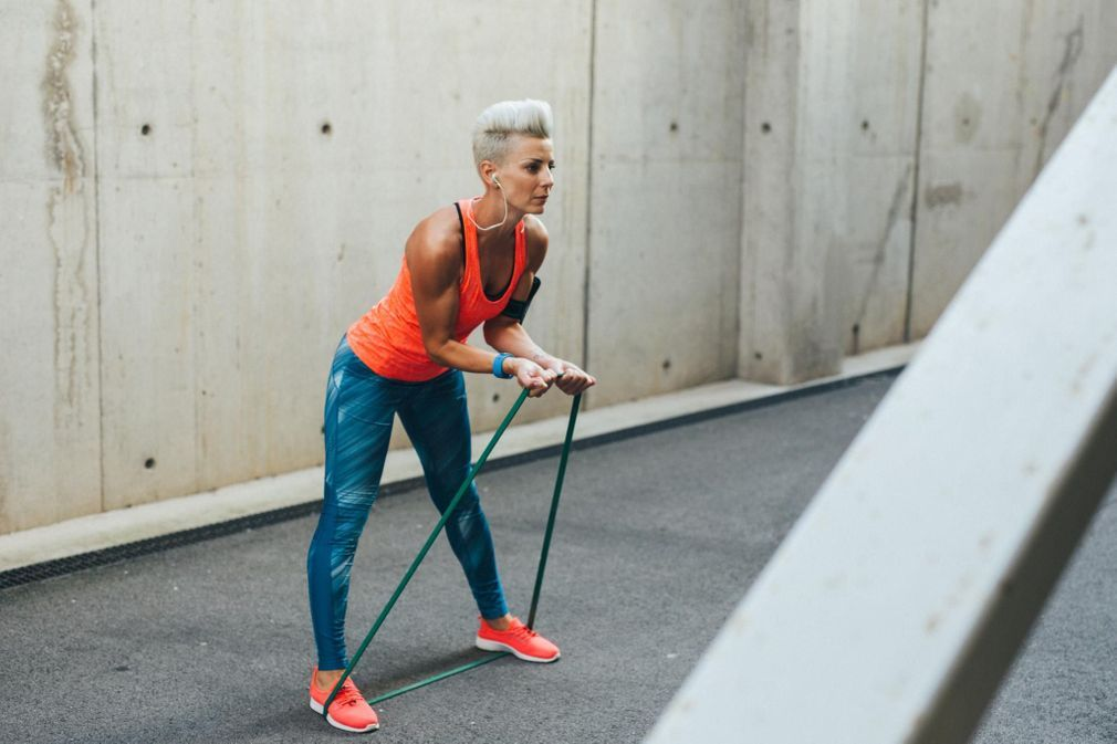 Elastique musculation   10 exercices à faire avec un élastique efca519119b
