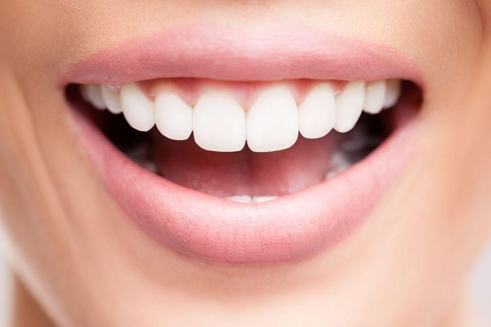 10 astuces pour avoir les dents blanches