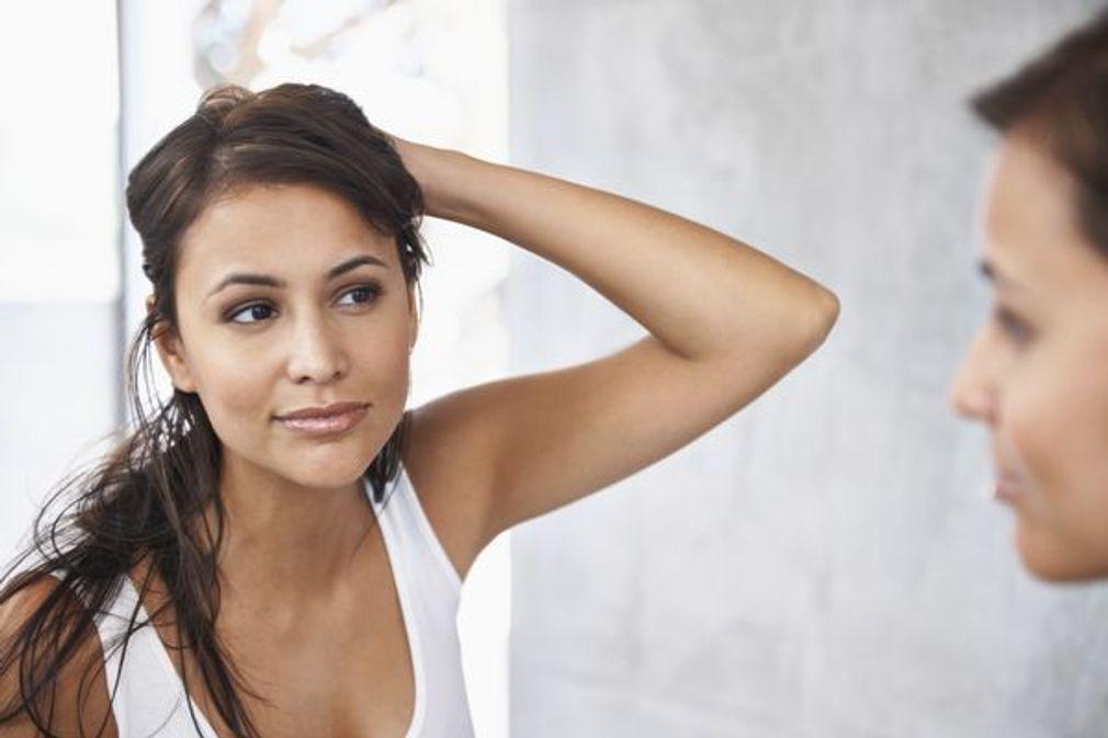 Pelade : comment stopper la chute des cheveux par plaques