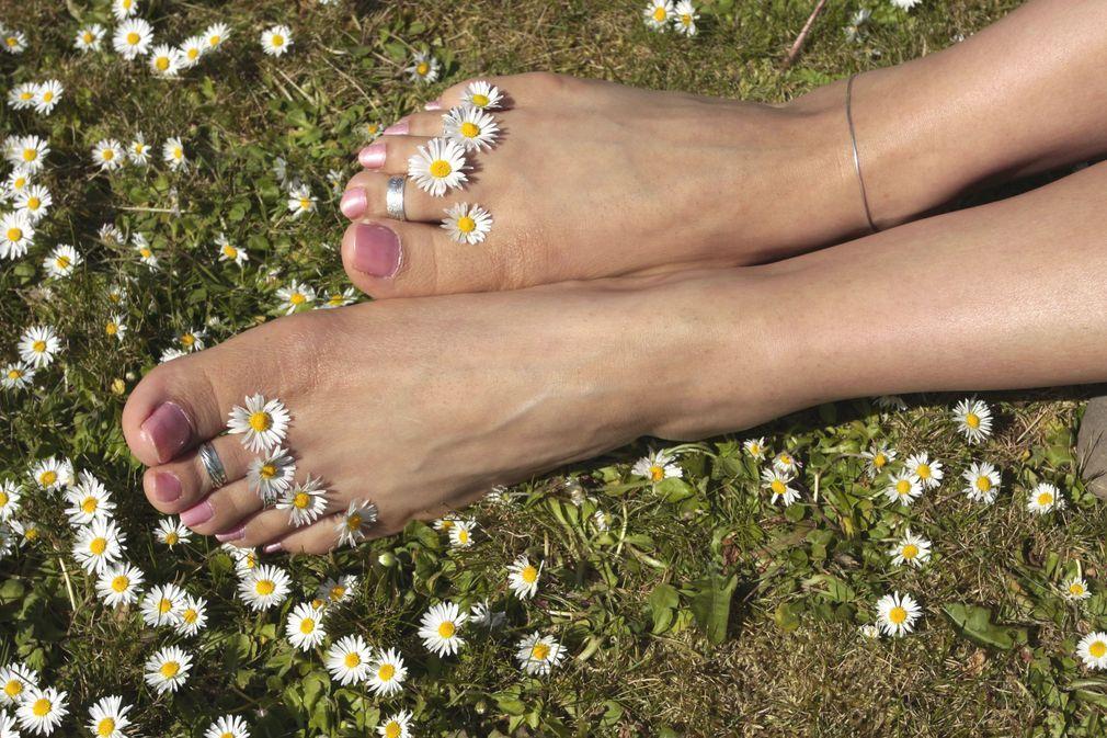 10 remèdes naturels contre les jambes lourdes