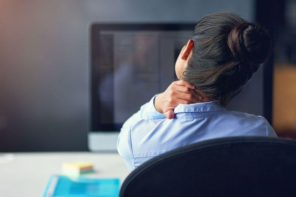 Ordinateur : les positions de travail à éviter