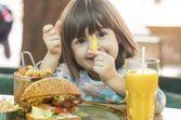 Peut-on emmener ses enfants au fast-food ?