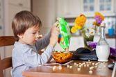 Offrir une large variété d'aliments type snacking aux enfants les incite à manger davantage