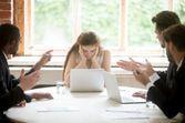 Harcèlement sexuel : les femmes qui occupent des postes à responsabilités sont davantage exposées