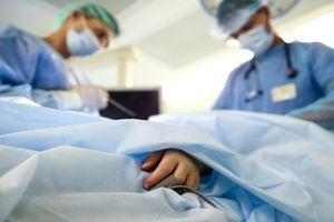 Les implants fessiers peuvent provoquer un cancer du sang