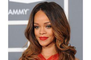 Rihanna : elle s'associe à M.A.C