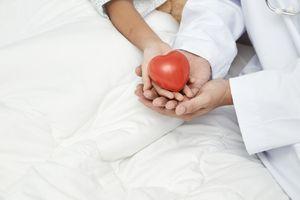 """Cancers pédiatriques : une """"mallette d'information"""" donnée aux enfants et aux familles pour mieux comprendre la maladie"""