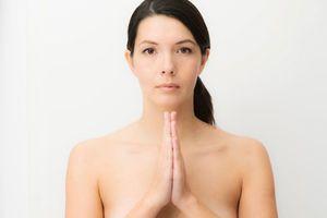 Le yoga nu : la nouvelle tendance new-yorkaise