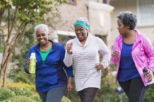 Ménopause: se mettre au sport pour contrer prise de poids et bouffées de chaleur