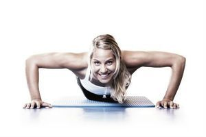 Pratiquer le yoga ou la musculation aiderait à mieux dormir