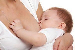 Des molécules anti-inflammatoires retrouvées dans le lait maternel
