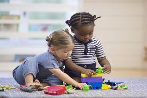Garde d'enfants : plus de places en crèche, moins de recours aux assistantes maternelles