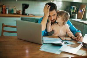 La dépression post-partum des pères aurait un impact sur la santé mentale de leurs filles