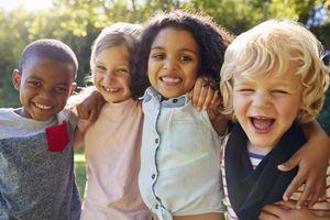 Langage : les enfants apprendraient mieux au contact d'autres enfants