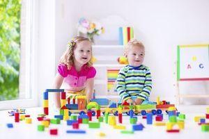 Les jouets traditionnels favoriseraient davantage le langage chez Bébé que les jeux électroniques