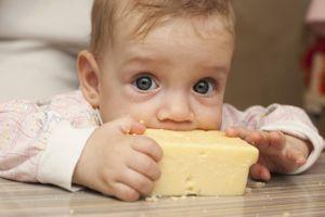 Manger du fromage dès le plus jeune âge protégerait des allergies
