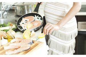 Manger trop de poisson pendant la grossesse augmente le risque d'obésité chez le bébé