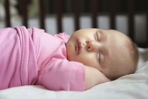Mort subite du nourrisson : couchez votre bébé sur le dos !
