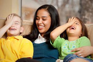 Les parents rêvent d'une nounou fiable qui stimule les enfants