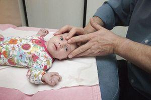 Ostéopathie pour les nourrissons : pratique efficace ou dangereuse ?