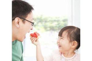 Pour le bébé, ce que mange le futur papa compte aussi