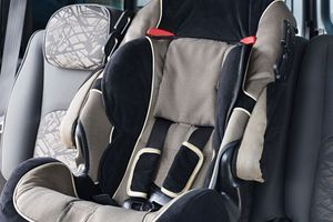 Rappel de sièges-auto vendus chez Carrefour