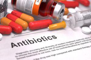 """Résistance aux antibiotiques : des scientifiques français dénoncent des """"prédictions catastrophistes"""""""