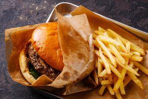 L'emballage des hamburgers, dangereux pour la santé