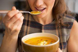 Soupes industrielles : des teneurs en fibres et en vitamines trop faibles, met en garde 60 Millions de consommateurs