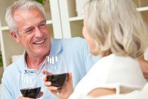 Un composé du vin améliorerait la mobilité des personnes âgées