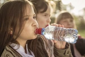 Un jeune Américain sur 4 ne boit jamais d'eau