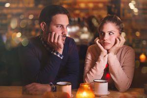 7 personnes sur 10 pensent que leur partenaire fait exprès de ne pas les écouter