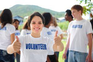 Aider les autres favoriserait l'estime de soi à l'adolescence
